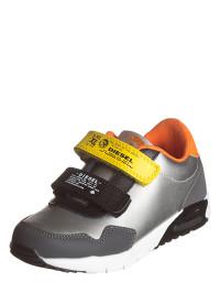 sneakers-in-silber-schwarz
